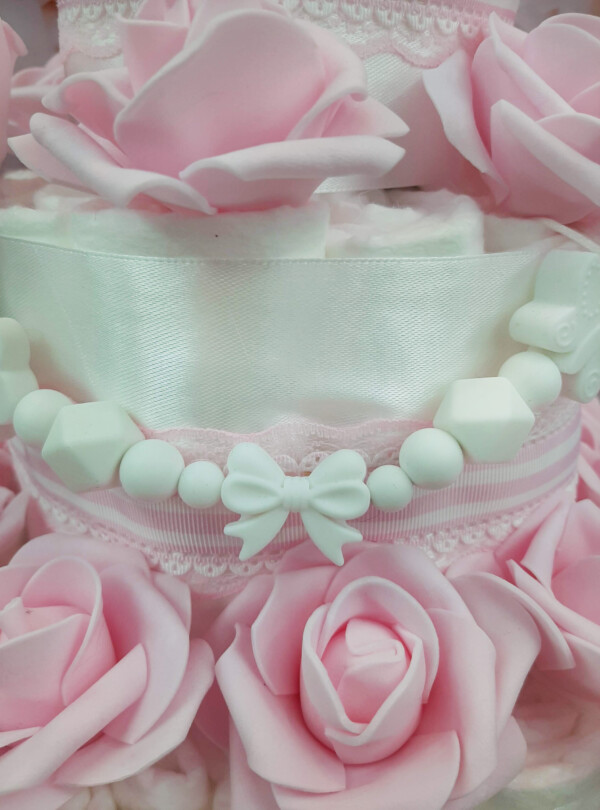 Heleroosa Mähkmetort roosidega 3
